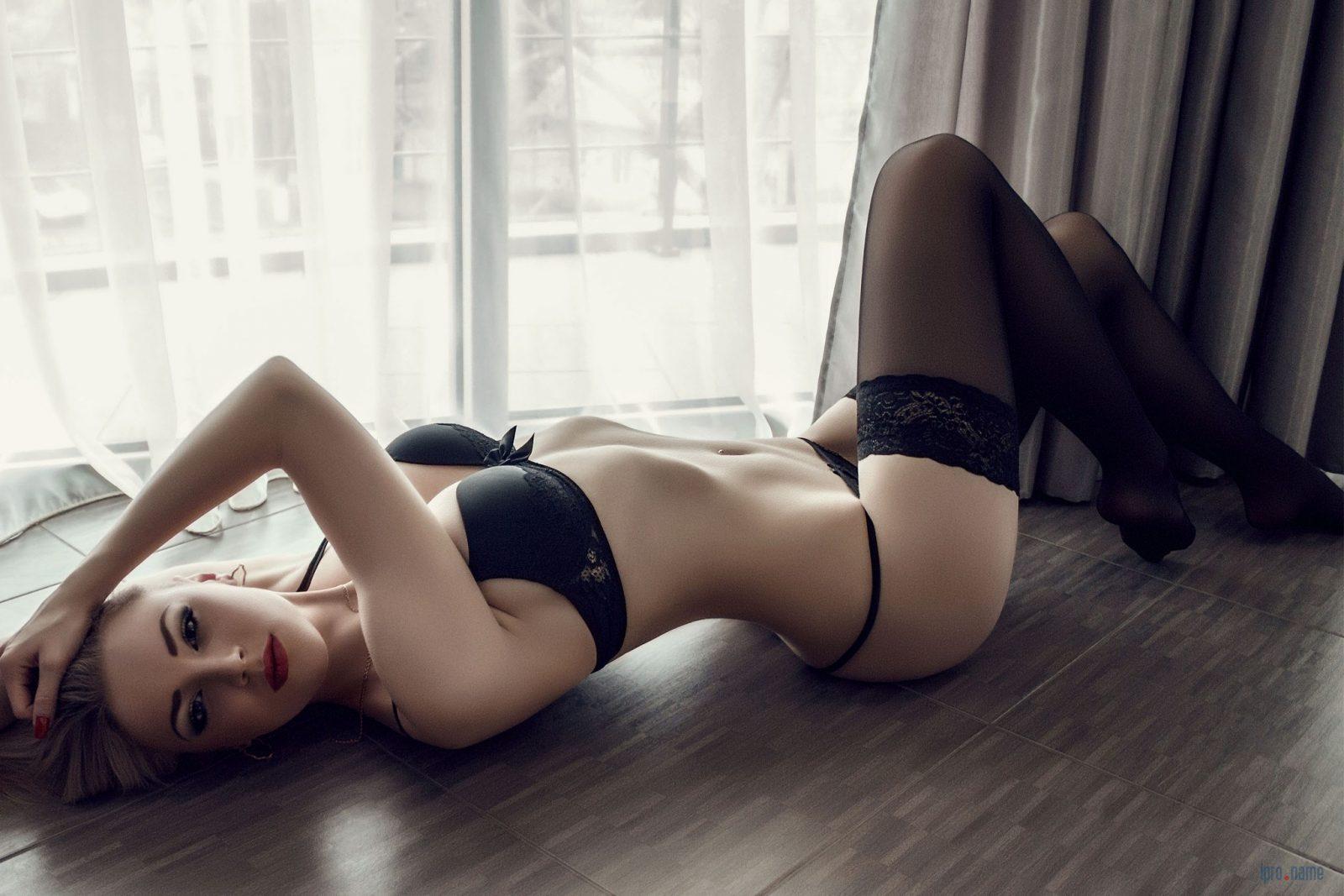 Полный девушкой фото женщин в колготках и нижнем белье
