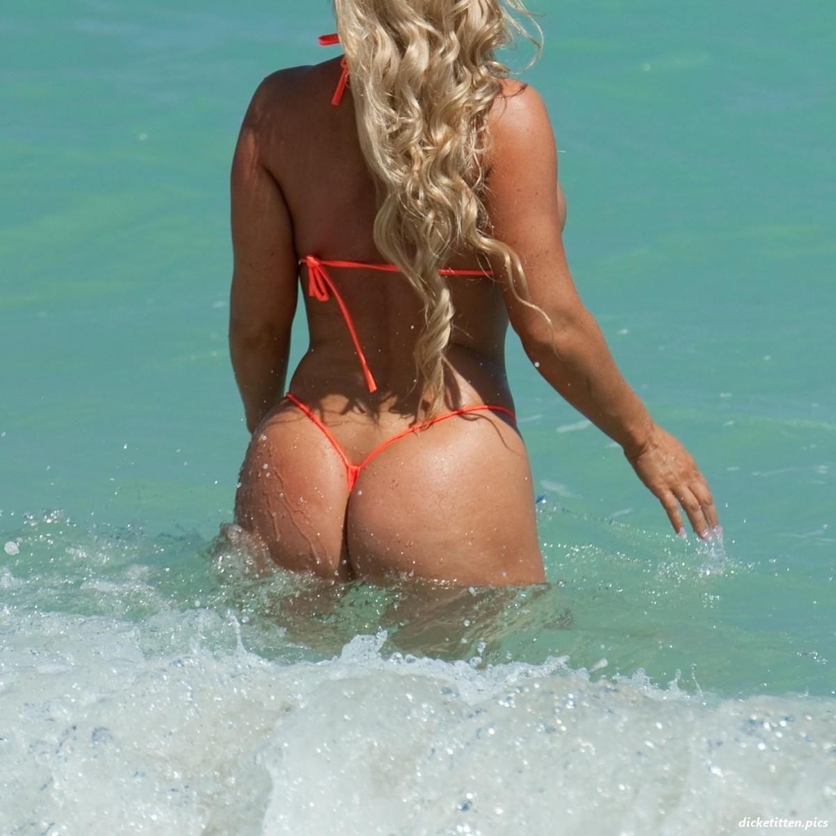 Президент Хорватии: фото в купальнике на пляже (15 фото)