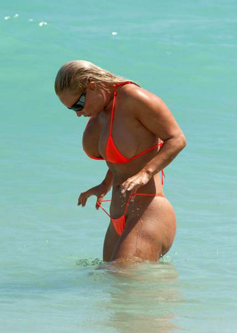 Секс зрелых на пляже — img 1