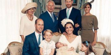 Королевская семья опубликовала фотографии с крещения малыша (7фото)