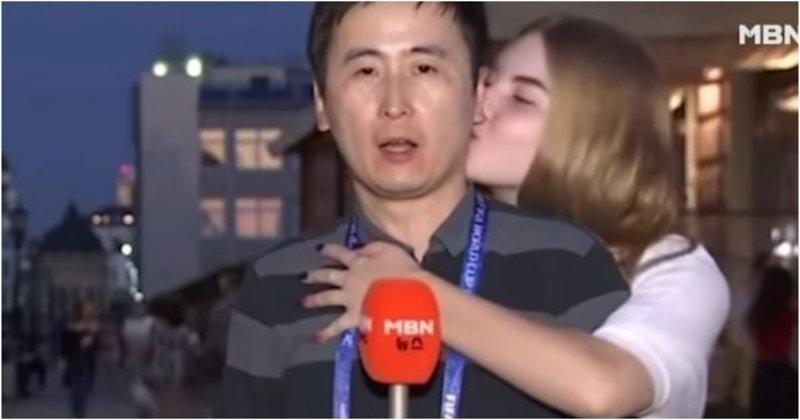 Корейского журналиста зацеловали российские болельщицы (3фото+1видео)