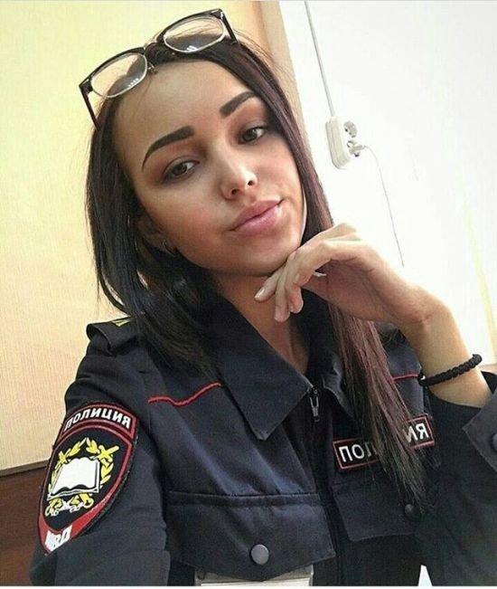 Девушки-полицейские (24 фото)