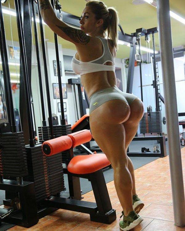 Виктория Ломба (Victoria Lomba) - модель с огромной попой (15 фото)