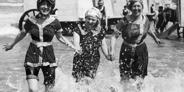 Как люди отдыхали на море 100 лет назад (16фото)