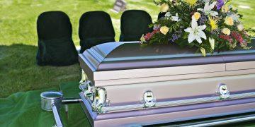 Агентства, оказывающие ритуальные услуги, помогают в подготовке похоронной процессии