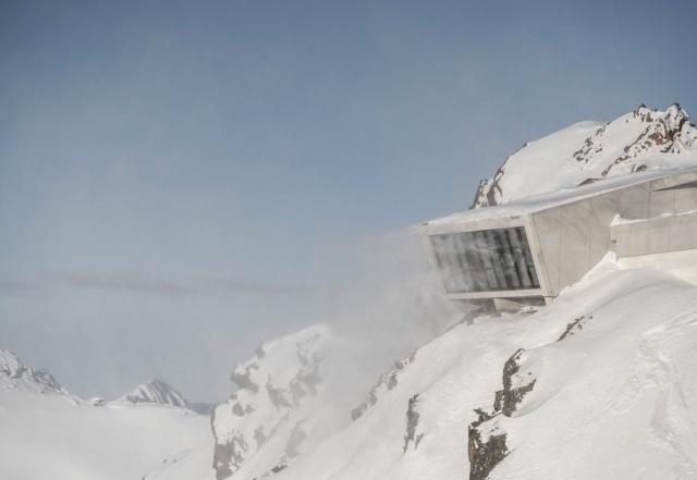 В Австрии открыли музей Джеймса Бонда (10 фото)