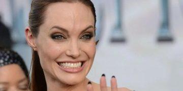 Анджелина Джоли после нервного срыва попала в психушку (4фото)