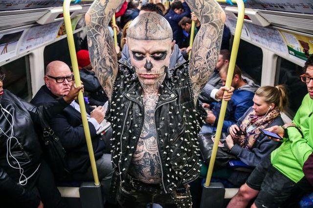 Zombie Boy (модель с самым большим количеством татуировок) покончил с собой (2 фото)