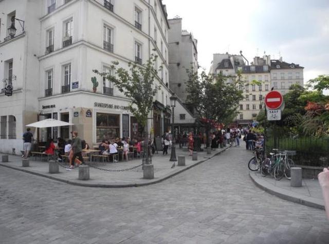 Как преобразилась бы парижская улица, если бы она находилась в Москве (2 фото)