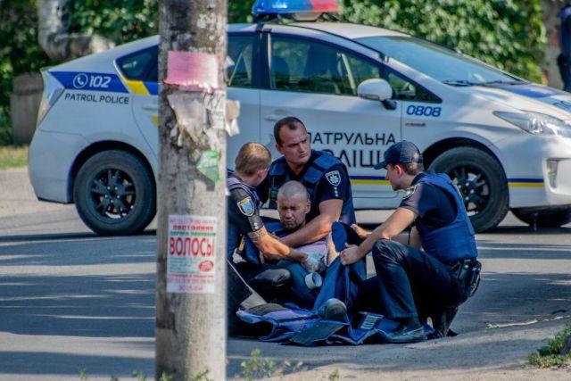 Украинец, ветеран АТО, дал приятелю подержать гранату и выдернул чеку (7 фото)