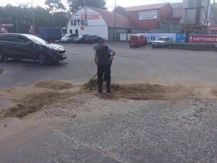 Российский ремонт дорог из говна и палок (5 фото)