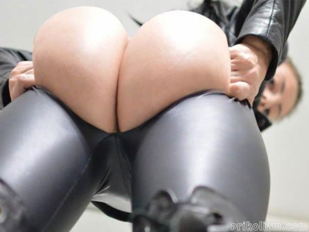 Порвала кожаные обтягивающие штаны, что показать свою большую жопень