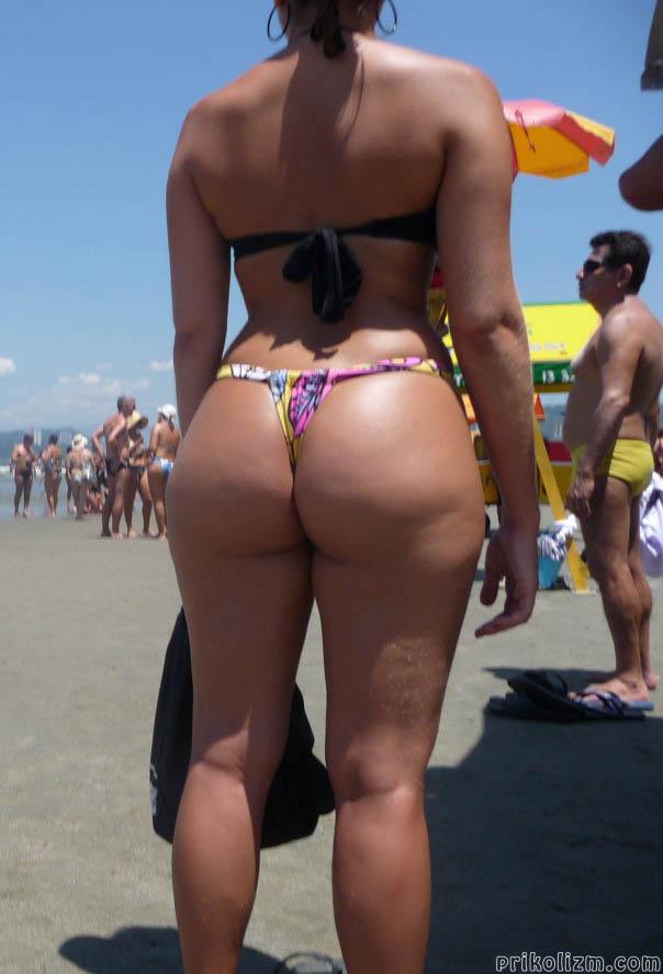 Огромная целлюлитная жопа девушки на пляже