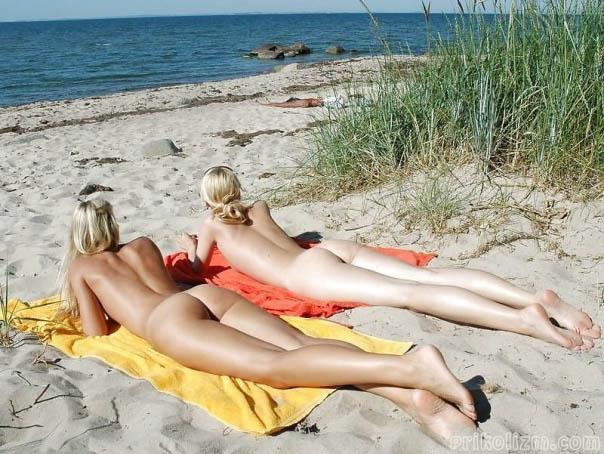 Голые на пляже (155 фото). Нудисты девушки и женщины на берегу моря
