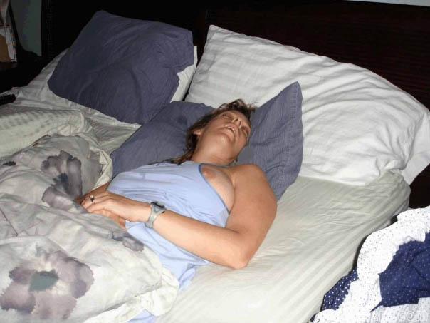 Голая теща спит фото мне