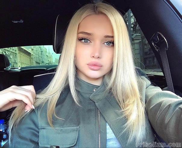 Красотка с красивыми губами секс