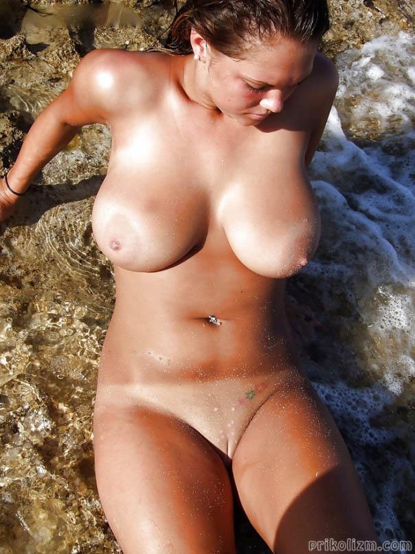 Фото Голых Девушек На Пляже Крупно