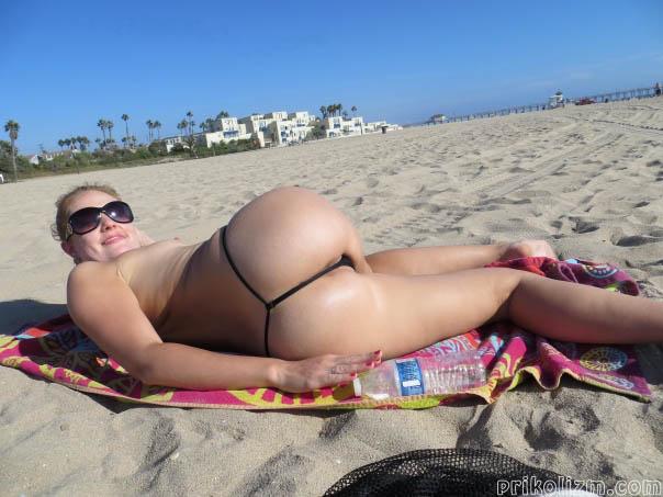 Дрочит голые жопы на обычных пляжах классные попки девушки