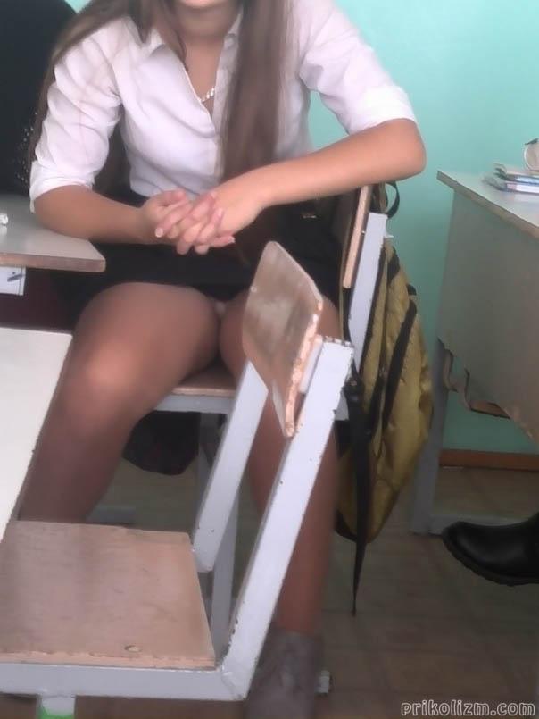 Голые девушки сели на стул и раздвинула ножки картинки — img 9