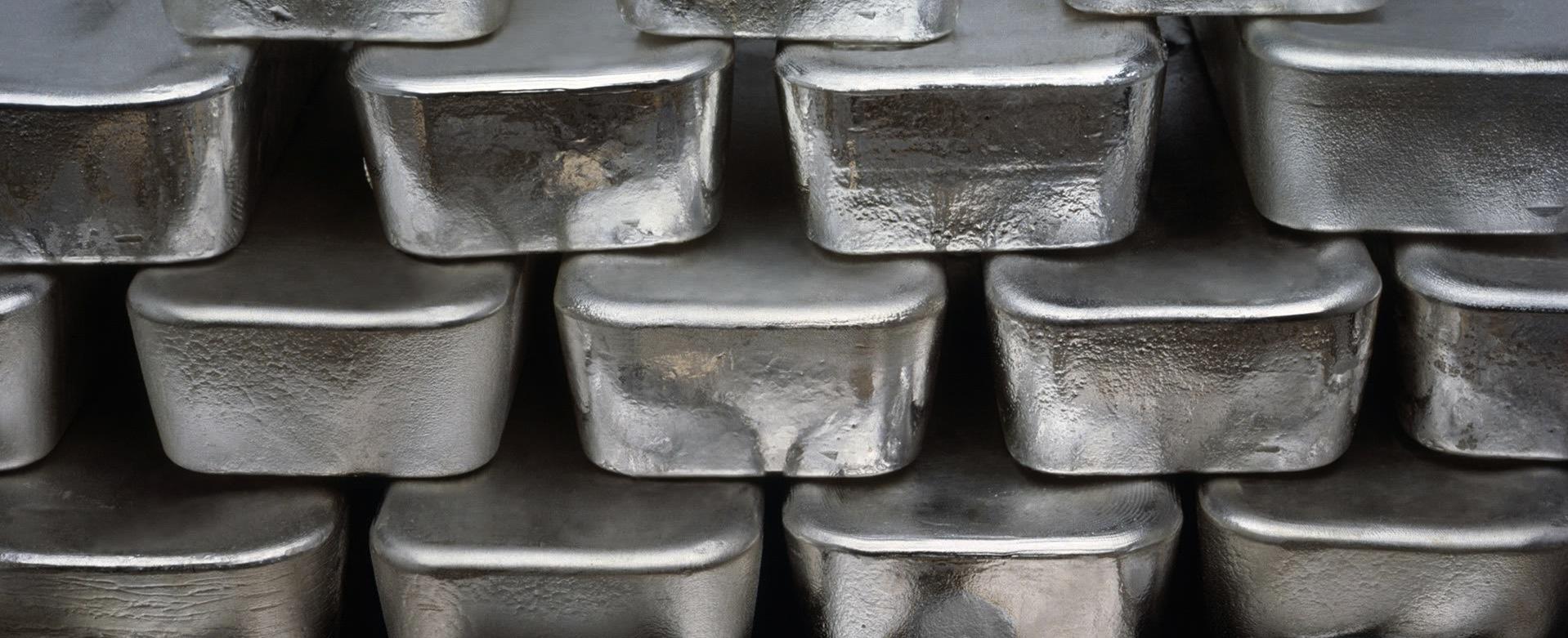 Серебро в слитках является драгоценным металлом
