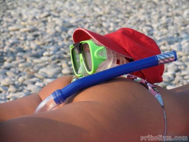 Девушки на пляже прикалываются и дурачатся (70 фото)