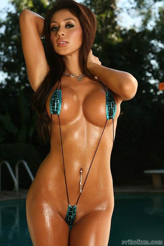 nude-hooters-nude-bikini-girls