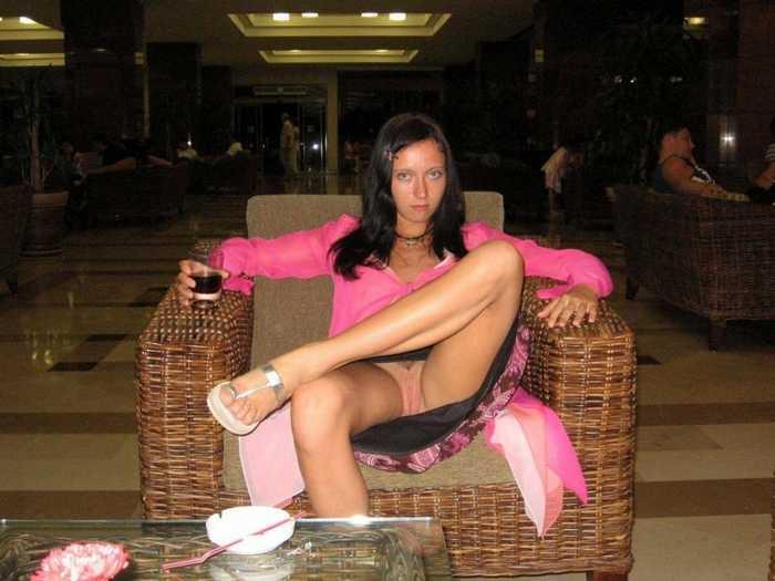 Киски девушек без нижнего белья (20 фото)