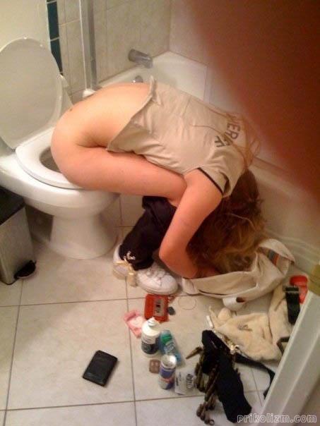 Девушка в туалете по большому порнографические фильмы порно
