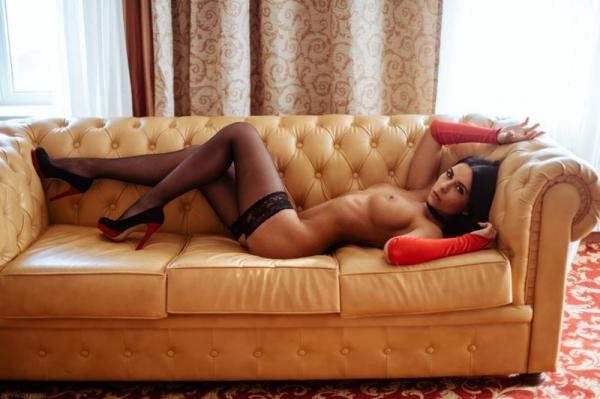 Красивые эротические фото девушек в чулках (25 фото)