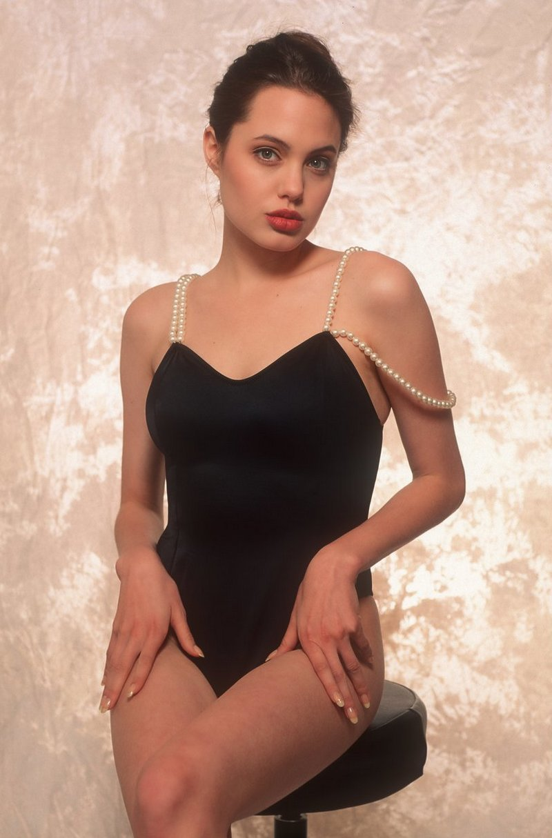 Фотосессия 16-летней Анджелины Джоли в нижнем белье (6фото)
