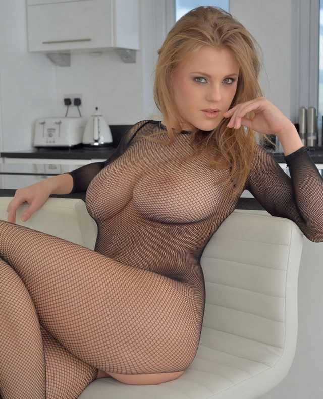 гарри сразу фото блондинки в сеточку с большими сиськами молодая девушка