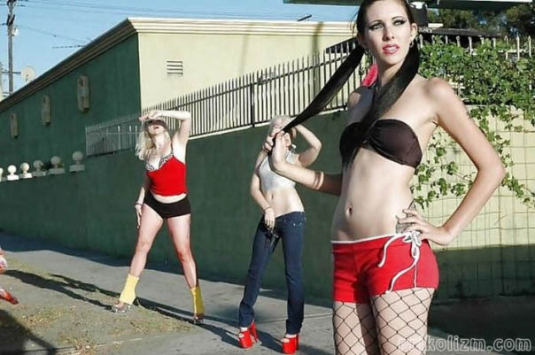 Одеть проститутку проститутки тюмень номер