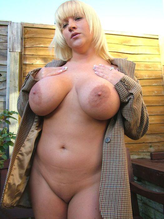 Блонда с большими дойками