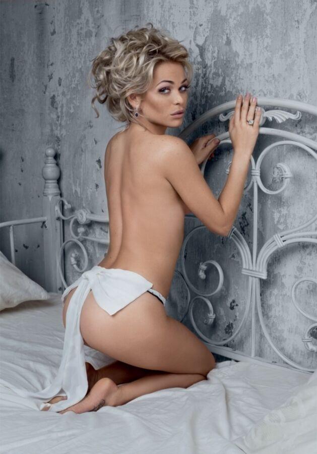 Фото голой Анны Хилькевич в журнале Maxim