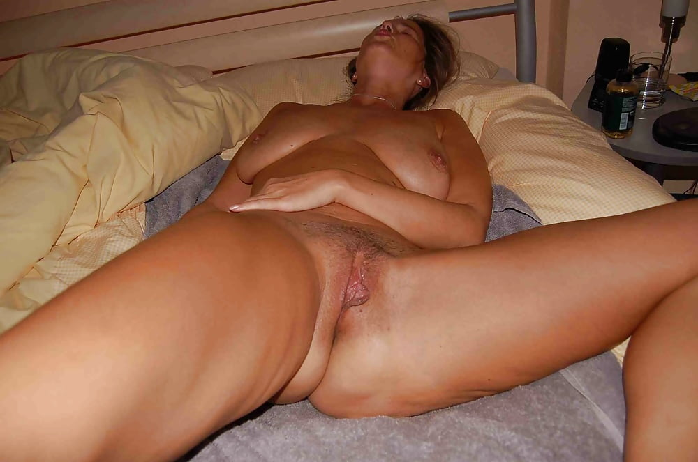 mature-young-sleep-nude-suicide-disease-facial-pain
