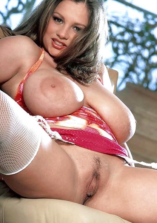 Развратная милфа с красивой большой грудью