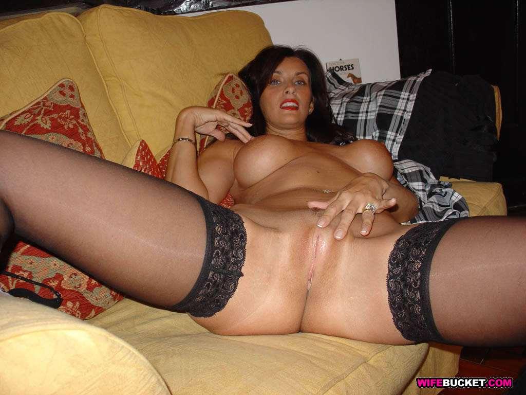 Очень горячая и сексуальная мамка в черных чулках с интимной стрижкой и большой упругой грудью