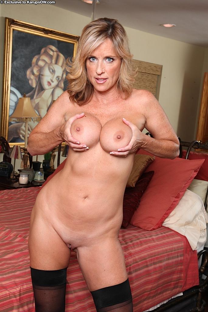 50-летняя голая женщина с красивой грудью