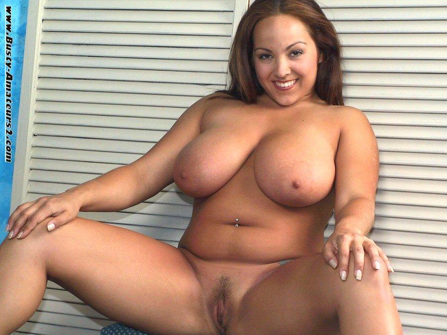 Пышка с большой красивой грудью