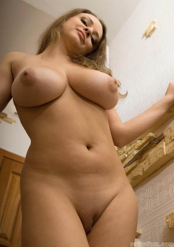 Стройна блондинка с идеальными формами