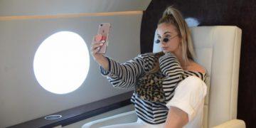 Как делают крутые фотографии на борту частного самолета для Инстаграма (4 фото)