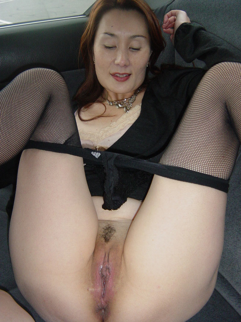 Nude mature japanese women, squirt in cup and drink nude
