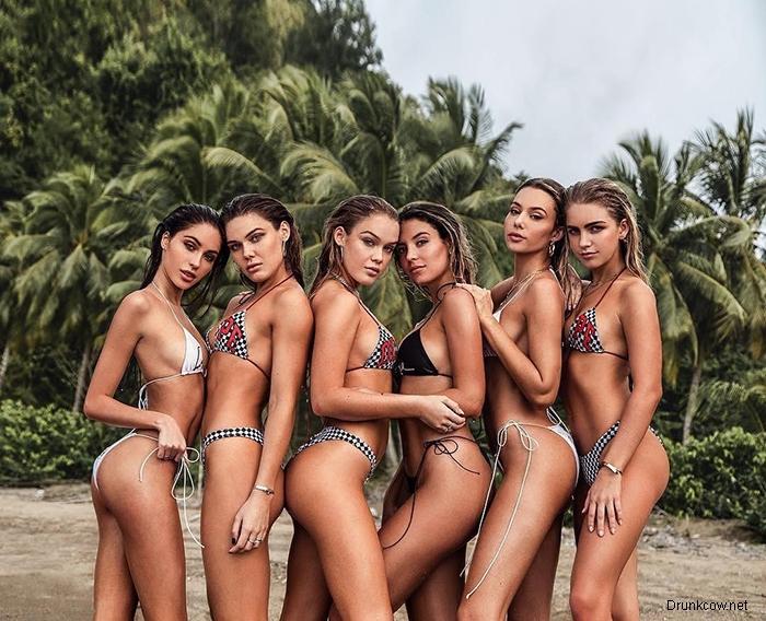 Красивые девушки в купальниках и без них (12 фото)