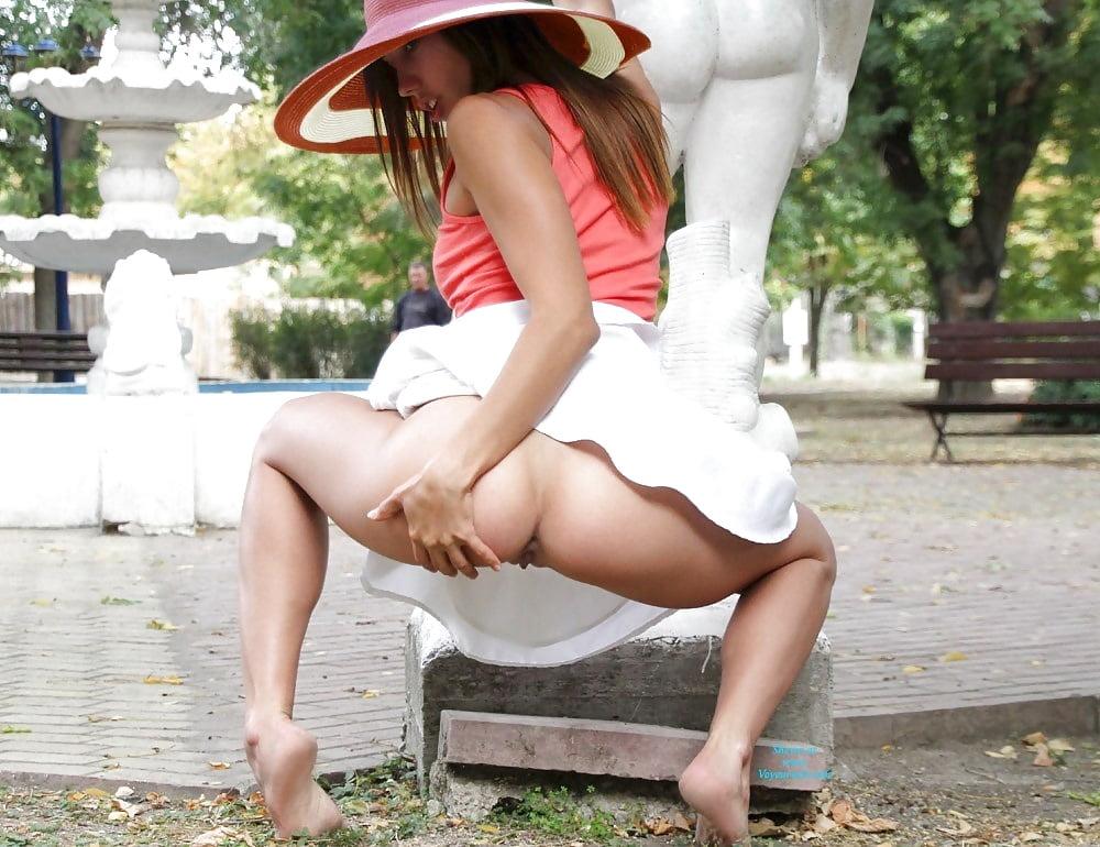 девушки фото под юбкой без трусов нажитое