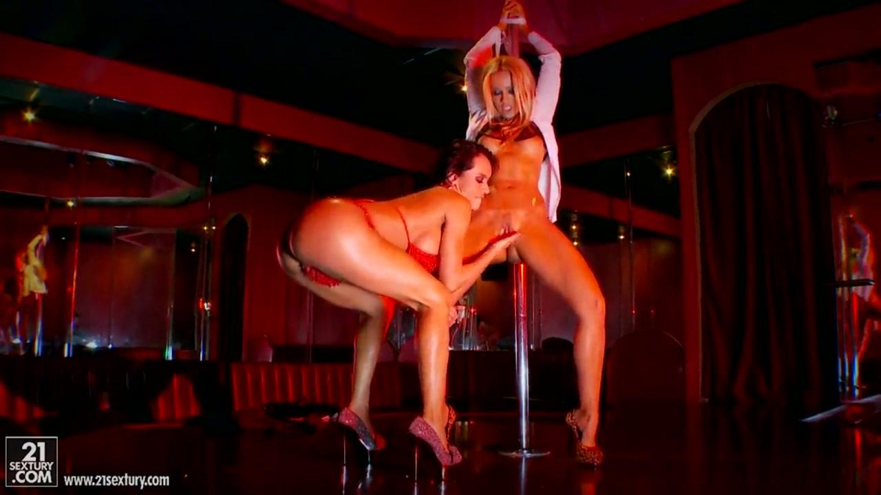 Горячие стриптиз танцы в клубе с сексом
