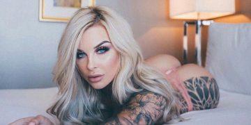 Сексуальные девушки с татуировками (25 фото)