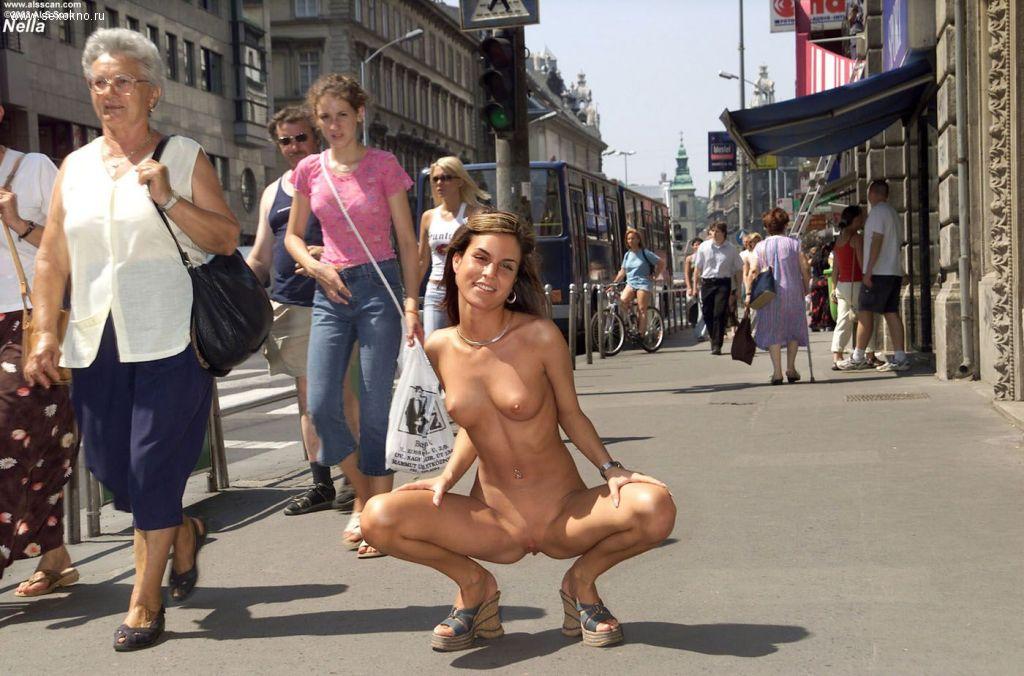 случайно сделанное фото голых женщин на улице вас волнует