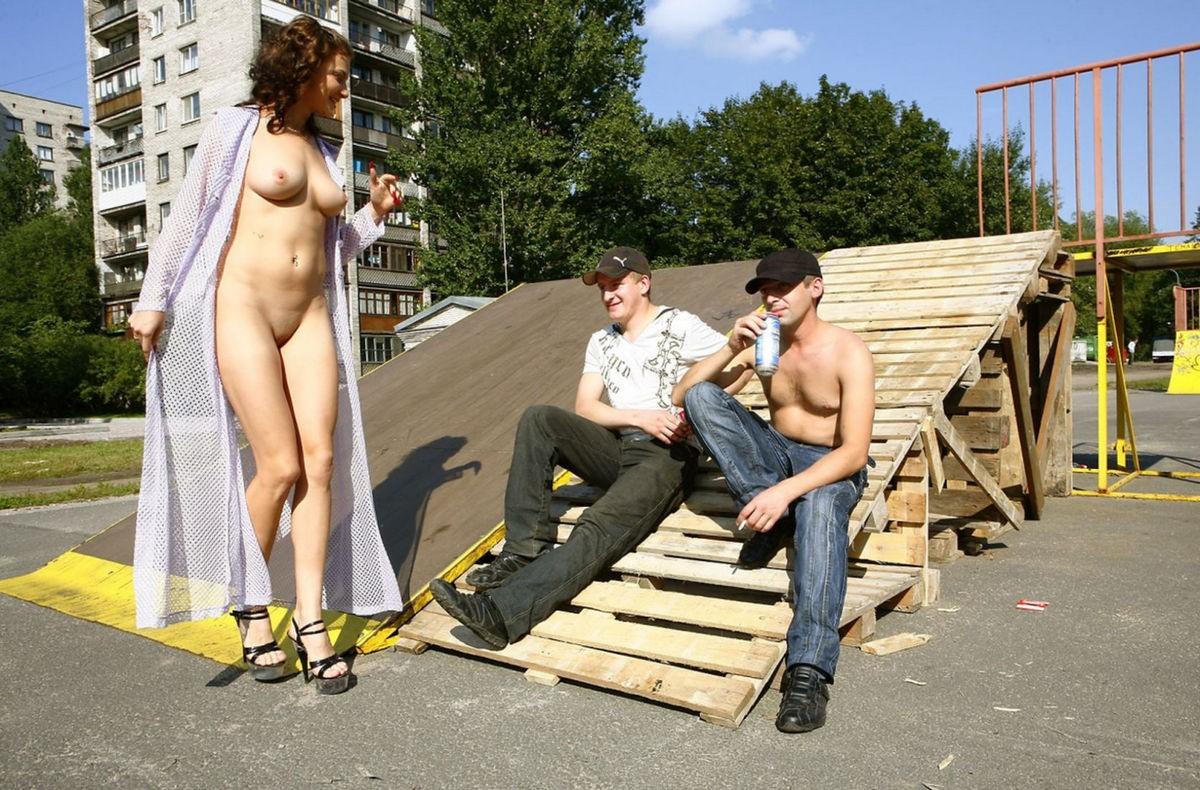 уже секс голых женщин на улицах порно картинки
