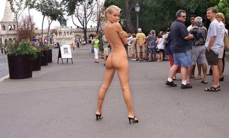 Фото голых девок на людях