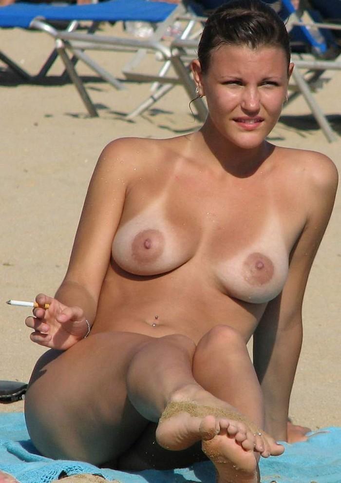 Солнце, море, пляж и голые девушки. Вспоминаем лето (40 фото)